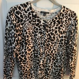 cable & gauge leopard 3/4 sleeve sweater. Size M